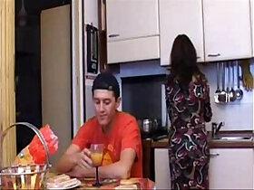 mother porn - Aiutare mio figlio Helping my Son