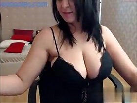babe porn - Big tits brunette babe shows off her curvy body on cam
