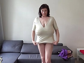 breasts porn - Euro MILF with macromastia hanging breasts