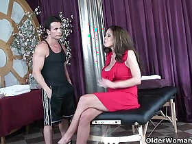 ass fucking porn - Soccer milf Hunter Bryce gets pussy fucked on massage table