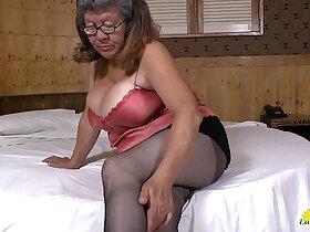 latin porn - LATINCHILI Latina mature solo masturbating