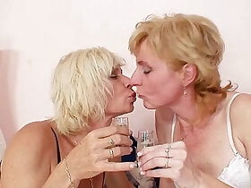 blonde porn - Blond milfs kissing licking and dildo fucking