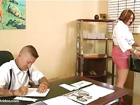 boss porn - Chubby Secretary Fucks Her Dirty Boss On Desk In Office