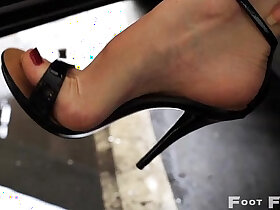 heels porn - Kelly Space high arched feet in flip flops and high heels parking lot
