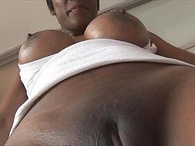 babe porn - Busty mature ebony babe in tight spandex cameltoe tease